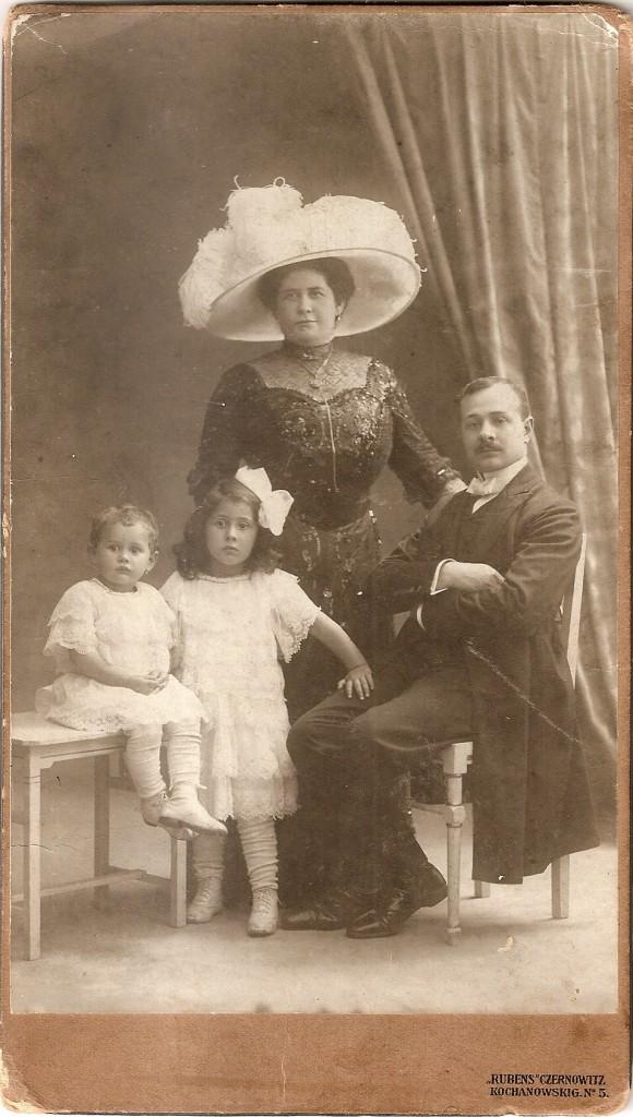 Anna,  Leon,  Alma  und  Paula  Abeles