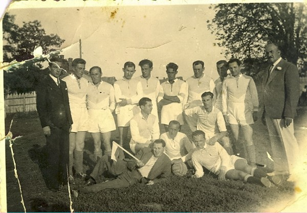 1Maccabi Czernovitz football team the 20ties